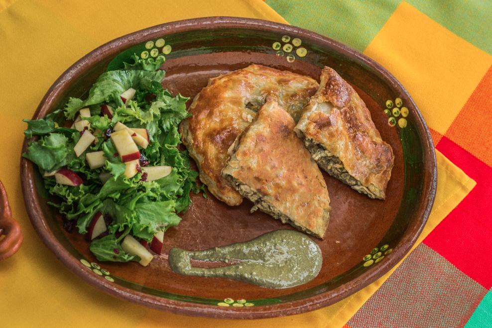 Empanadas de Mole Verde con pollo